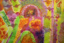 """Exhibition """"MARILYN SIMLER"""" / """"As cores traduzem a experiência essencialmente emocional da artista sul-africana Marilyn Simler. Suas raízes africanas estão presentes nas obras, estão  entrelaçadas nas formas, nas luzes e nas sombras"""" (José Roberto Moreira, curador e galerista). Marilyn Simler vive e trabalha no Reino Unido."""