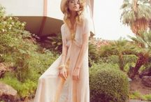 {BRIDAL} A 70's Bride / A Seventies Bride. Free Spirited and Retro Bridal Inspiration by Belle & Bunty