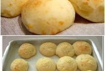 pão de queijo.