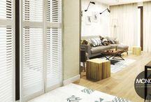 Ciepłe wnętrze na Czarodziejskiej / Komfortowe, niezwykle ciepłe wnętrza mieszkania na Czarodziejskiej sprzyjają relaksowi. Wykorzystane ponadczasowe elementy typu cegła, ale w nowoczesnej odsłonie – białej, doskonale dekorują ścianę. Kremy, beże chłodne brązy dają poczucie przytulności. Skromnie zaakcentowana pasja właścicieli, którą zdradza fototapeta.  Po więcej inspiracji zapraszamy na Naszą stronę internetową: biuro@monostudio.pl oraz na Facebooka
