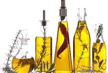 Nativem Olivenöl Extra / Verkauf von Nativem Olivenöl Extra (EVOO) aus verschiedenen Herkunftsbezeichnungen. Auswahl von renommierten, internationalen, ausgezeichneten Premium Olivenöle. Spanisches, flüssiges Gold mit einzigartigen organoleptischen Eigenschaften, kann roh genossen werden oder zur Verbesserung Ihrer Gourmet-Gerichte verwendet werden. Feinkost Bio-Olivenöle von höchster Qualität bieten den Nutzen des Olivenöls für Ihre Gesundheit und die Gesundheit Ihrer Familie