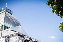 Terrasse Bonsecours / Offrant une vue spectaculaire sur le fleuve et la ville, des cocktails réinventés, un menu tapas frais et appétissant ainsi que les meilleurs DJ de la métropole, les Terrasses Bonsecours sont un lieu incontournable de l'été à Montréal.  http://www.aspaces.ca/espace/terrasses-bonsecours/