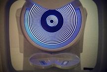 LO QUE TÚ VES... / Serie de fotos sobre maquinaria oftalmológica fotografiada desde el punto de vista del paciente por el Doctor Jonatan Amián, Subdirector Médico de Tecnoláser Santa Justa