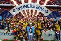 Perayaan juara dari Arsenal / Perayaan juara dari Arsenal setelah mengalahkan Aston Villa dengan skor telak, 4-0. LEDAKAN MERIAM LONDON!