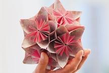 Origamikunst / Faltkünstler aufgepasst! Hier bekommt ihr jede Menge inspration für eure nächsten Faltprojekte. Außerdem bleibt ihr immer auf dem neusten Stand, was für Bücher TOPP für euch in Sachen Origami & Fleurogami bereithält!