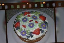 Mijn taarten en cupcakes en ander lekkernij tjes / Alles wat betreft taarten en cupcakes en andere lekkernijen.Ik maak ze zelf en deel graag hier mijn creaties met U.Ook kan U mijn vinden via mijn facebook pagina; Taarten en cupcakes van saskia.Kijk eens gerust daarop.Groetjes Saskia