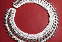 Hvid halskæde af clips