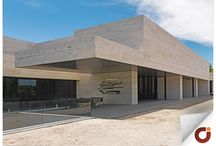 Chalet La Finca Madrid / Su ubicación en la urbanización de La Finca, Madrid, y sus espacios pensados para el ocio como sala de cine, gimnasio o piscinas exterior e interior, lo convierten en un inmueble único. Visita nuestra web para ver al detalle sus características http://www.gilmar.es/FichaUnifamiliar.aspx?id=81951&moneda=e y si tienes alguna consulta, puedes llamarnos al número de teléfono: 91 307 11 59 Vivienda Referencia 81951
