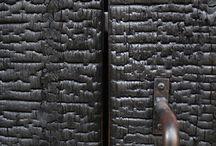 """Shou Sugi Ban / Dawna japońska technika """"palenia"""" drewna. W obecnych czasach używana przy tworzeniu designerskich projektów architektonicznych."""