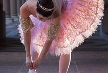 Ballerines...tutus et chaussons... / by Hélène Fredette