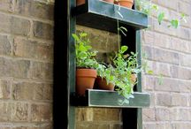 Hanging fence planter boxes