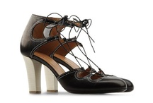 Chaussures Shoes  / by Les Casse Pieds