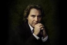 Roberto Alagna / Roberto Alagna  is a French-Italian tenor.