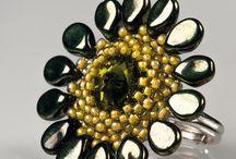 Pip, petal beads