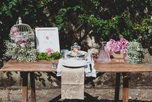 Eloping with style / If you're are looking for the most romantic elopement setting with tons of decor and details, well this is perfect inspiration. This charming set up is perfect for those romantic couples that would like to add a rustic touch to their decor. Looking for a special decoration for your elopement? Contact Wed in Florence, we will be more than happy to help!