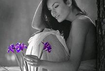 W fioletowo-czarnym kolorze. ..