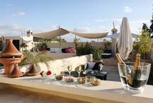 La terrasse du Riad Anyssates / Choisir sa place, au bar, sous la tente ou encore au solarium