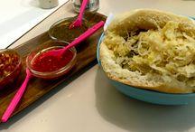 Beni Falafel / Eenvoudig vegetarisch eethuis met heel lekkere falafel. Wellicht the best in town.  Falafel (zonder humus) kost 5 euro voor een broodje.