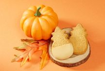 2016 Fall Collection / Honolulu Cookie Company proudly introduces our new Pumpkin flavored shortbread cookies. Available in Pumpkin and White Chocolate Pumpkin, these cookies capture the rich taste of the season.
