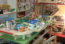 κατάστημα Πειραιά / Το κατάστημα μας στον Πειραιά λειτουργεί από το 1984 με σεβασμό στα παιδιά και τους γονείς. Στο κατάστημα μας θα βρείτε μεγάλη ποικιλία ποιοτικών παιχνιδιών, εξαιρετικών προδιαγραφών και πρωτότυπου σχεδιασμού. Συνεργαζόμαστε με τις καλύτερες εταιρίες στον χώρο του παιχνιδιού για να προσφέρουμε ότι χρειάζεται ένα παιδί από τη γέννηση του, σε ότι αφορά την ανάπτυξη δεξιοτήτων, συναισθημάτων και αισθητικής. Κάθε παιδί είναι μοναδικό και του αξίζει το καλύτερο! Αλκιβιάδου 153, Πειραιάς