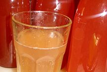 Watermelon & Lemon Cordial / Summer in a jar! Enjoy this fruity cordial with water, lemonade, or ginger ale - or mix with a sparkling wine or make a batch of sangria for a party, perhaps? http://www.foodpreserving.org/2013/11/watermelon-lemon-cordial.html