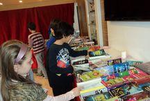 """Kitap Fuarı 4/A Sınıfından  Böyle Geçti / 4-A sınıfı öğrencileri okulumuzda açılan""""Kitap ve Kültür """"fuarından kitaplarını seçerek aldılar.Birbirlerine kitap tavsiye etmeleri çok güzeldi.Sınıfımıza geldiğimizde ilk işimiz kitaplarımızı incelemek oldu.Bu arada okuduktan sonra kitap değiş tokuş etme anlaşmaları da yapıldı."""