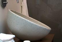 Waschbecken HEMISPHERE / Die betongebundenen Glaskugeln werden in ihrer  zarten Transparenz in der glatten und festen Oberfläche durch Polieren zum Vorschein gebracht wird.