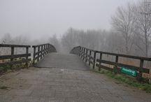 Mist, bruggen en kinderspelletjes, Almere