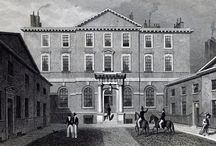 Detached London Town Houses / 18th century London homes with gardens and outbuildings