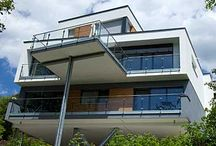 Wohnhäuser gebaut von Mitgliedsfirmen des Zimmererverbandes Baden-Württemberg / Der Verband des Zimmerer- und Holzbaugewerbes Baden-Württemberg (www.holzbau-online.de) hat über 1.100 Mitgliedsbetriebe. Darunter finden Sie von der Zwei-Mann-Zimmerei bis hin zum großen Ingenieurholzbau-Unternehmen alles.
