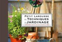 Avoir la main verte (ou pas?) / Pour la première fois de ma vie, j'ai un jardin, j'aimerai avoir la main verte et l'entretenir comme il faut. Mais comme je n'y connais rien, ici, il y aura: livres de jardinage, trucs et astuces pour le jardinage, plantes qui me plaisent, etc.