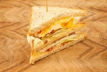 Sendviče a wrapy / Sendvič je druh pokrmu sestávajícího ze dvou plátků chleba, mezi které je vložen jeden či více druhů náplně