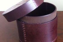 ARIADNA M.C / Diseño de productos decorativos para el hogar en cuero