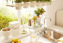 {Schöne Küchen und Deko für die Küche} / Hier sammele ich schöne Deko für die Küche und Ideen, wie man meinen liebsten Arbeitsplatz noch besser gestalten kann. Gekauft, DIY oder Ikea Hacks.