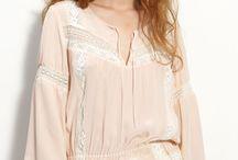Блуза_Peasant (Крестьянка) / блуза (рубашка) «Крестьянка». Такие рубашки шьют из легких тканей, часто из хлопка, фасон, как правило (но не всегда), присобран снизу. Часто подобные блузы щедро украшаются разнообразной вышивкой. Подходит для образа в стиле casual, замечательный вариант для сочетания с джинсами, если вы не хотите потерять женственный образ.