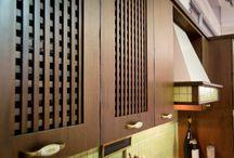 Cucina Opera Light / Opera Light - Cucina con anta in legno listellare placcato in Noce tanganika con effetto invecchiato - http://www.furleo.it/cucine/opera/