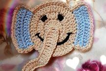 Häkeln Applikationen ♥ Kostenlose Anleitungen / Applikationen häkeln. Kostenlose Häkelanleitungen & Ideen ❣☺ Häkeln. Anleitungen . Häkelanleitungen, Filethäkeln. Topflappen, Gardinen, Decken. Granny Squares. #häkeln #haekeln #häkelanleitungen #umsonst #gratis #kostenlos #diy #crochet #crochetpattern