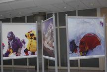 """Wystawa """"Wyróżniają nas ludzie i ich pasje"""" w siedzibie BRE Banku / Wystawa prezentująca dokonania Piotra Pustelnika, himalaisty i pracownika BRE Banku."""