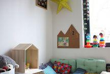 Pompony / Rożne pompony jako dekoracja w pokoju dziecięcym