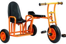 BICIS Y COCHES / Bicicletas infantiles y karts de pedales, triciclos, bicicletas, patinetes.