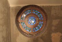 Круглое окно / Обрамление круглого окна в санузле,из акрилового камня методом термоформинга изготовлены откосы и наличник .