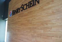 Clinique dentaire Henry Schein / Plancher de vinyle commercial, une réalisation de Plancher Bois Franc 2000 Québec.