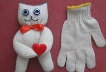 Из перчаток и носок игрушки