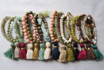 braccialetti con perle e nappe