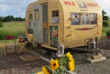The lil' ol' Vintage Trailers of Sisters on the Fly