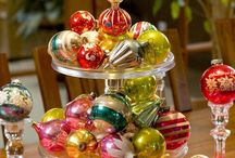 Christmas Table / From food to centerpieces, from tablecloth to delicate China, we all love to celebrate Christmas in a lovely decor and eat the Christmas dinner on a cheerfully decorated table.