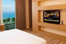 Hotel Marina Bay Sands / Marina Bay Sands merupakan salah satu hotel terkenal di Singapore. Lebih dari 2.500 kamar hotel tersedia di sini dan memberikan pilihan banyak tipe kamar mulai dari yang terendah Deluxe Room, Premier Room, Club Room, Grand Club Room, yang lebih eksklusif seperti Orchid Suite, Sands Suite, Marina Suite dan yang terakhir adalah kamar dengan kelas yang paling mewah yaitu Presidential Suite dan Chairman Suite. Pemesanan, hubungi Ezytravel di nomor 500833.