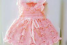 Dětské háčkované a pletené šaty