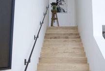 Trap hout tussen muren