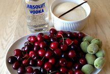 Kirsebærlikør / Hjemmelavet kirsebærlikør som er rigtig god til Is, kager, desserter og især risalamande.
